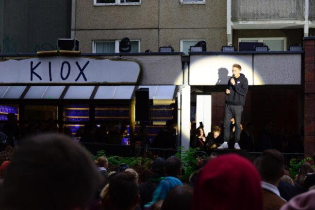 <p>Wie Felix Kummer verkündet, verschiebt sich der Konzertbeginn auf etwa 20 Uhr.</p>