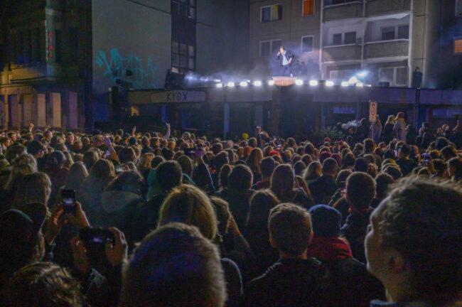 <p>Am Freitagabend feiern gut 1000 Zuhörer beim Gratiskonzert.</p>