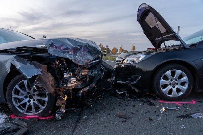 <p>Er prallte ebenfalls mit dem Audi zusammen. Die Polizei geht nach ersten Erkenntnissen davon aus, dass ein Vorfahrtsfehler den Unfall ausgelöst hat.</p>