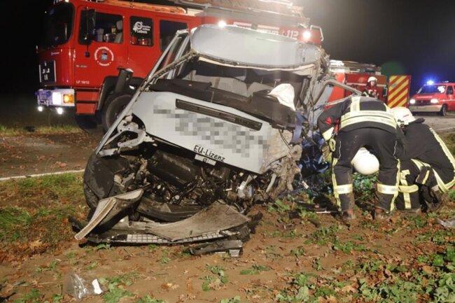 <p>Zwei weitere Insassen,&nbsp;zwei 15- und 16-jährige Jungen, wurden ebenfalls leicht verletzt in ein Krankenhaus gebracht.&nbsp;</p>