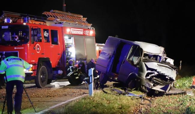 <p>Die S242 war mehrere Stunden gesperrt.&nbsp;Die Feuerwehr war im Einsatz und der Transporter wurde abgeschleppt. Der Schaden beträgt rund 6000 Euro.&nbsp;&nbsp;</p>