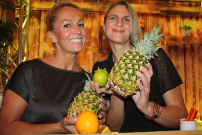 <p>Die Cocktail-Mixerinnen Susan Dittrich und Janet Görner (von links)</p>