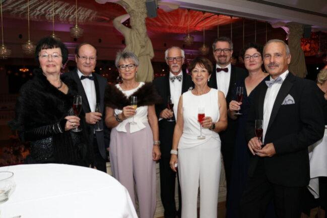 <p>Von links: Hannelore und Wolf-Jürgen Kirsek, Steffi und Wolfgang Neßler, Steffi Franz, Volker Hofmann und Heike Hofmann-Lauer, Wolfgang Franz</p>