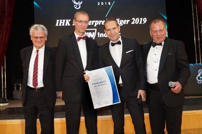 <p>Bernd-Lutz Lange, IHK-Geschäftsführer Torsten Spranger,&nbsp;Ronald Gerschewski&nbsp; und IHK-Präsident Jens Hertig (v.l.).&nbsp;</p>