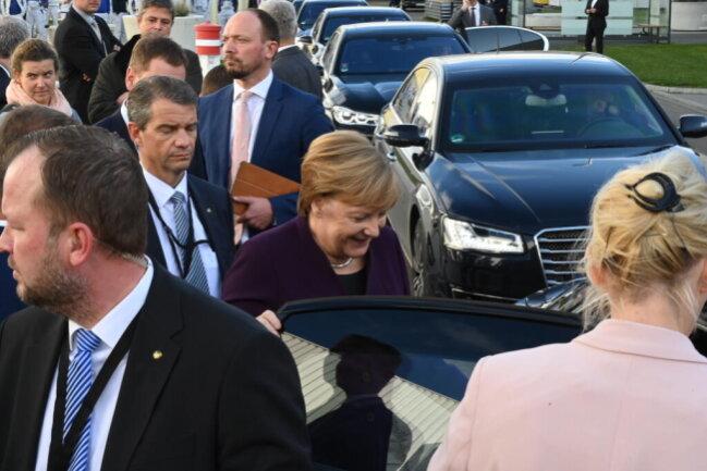 <p>Angela Merkel fährt weiter zur NSU-Gedenkstätte&nbsp;auf dem Schwanenteichgelände ...</p>