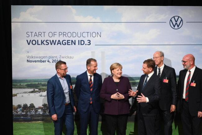 <p>Bundeskanzlerin Angela Merkel in der ID.3-Fertigung, die am Montag offiziell eröffnet wurde.&nbsp;</p>