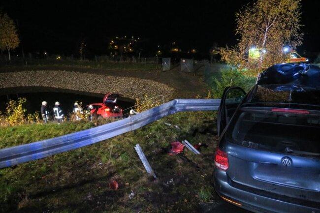 <p>Sowohl der 64-jährige Fahrer des VW, als auch der unfallverursachende Fahrer des Ford wurden schwer verletzt.</p>  <p>&nbsp;</p>