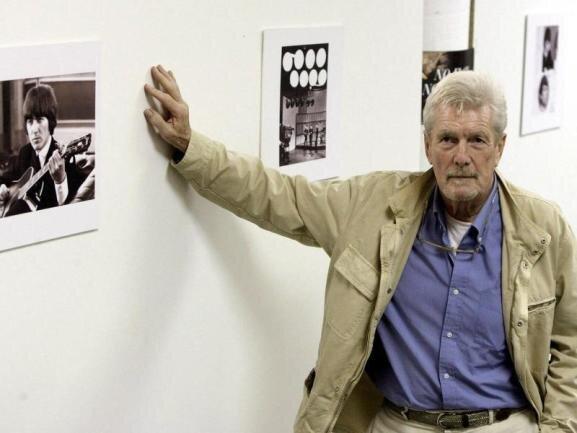 <p>Er war für einige legendäre Albumcover der Beatles verantwortlich. Am 7. November ist Robert Freeman im Alter von 82 Jahren gestorben. Paul McCartney und Ringo Starr würdigten den Fotografen.</p>