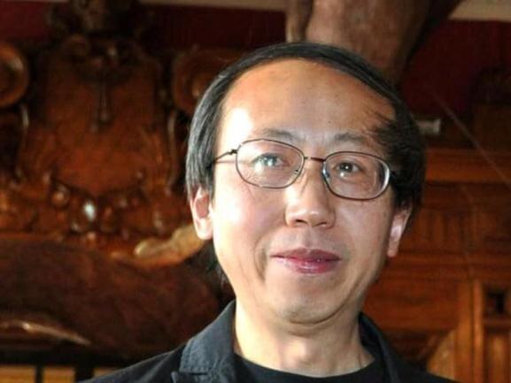 <p>Der international bekannte chinesische Künstler Huang Yong Ping ist am 19. Oktober im Alter von 65 Jahren gestorben. Sein Galerist Kamel Mennour bestätigte der Deutschen Presse-Agentur den «plötzlichen» Tod des in Paris lebenden, führenden Vertreters der Avantgarde.</p>