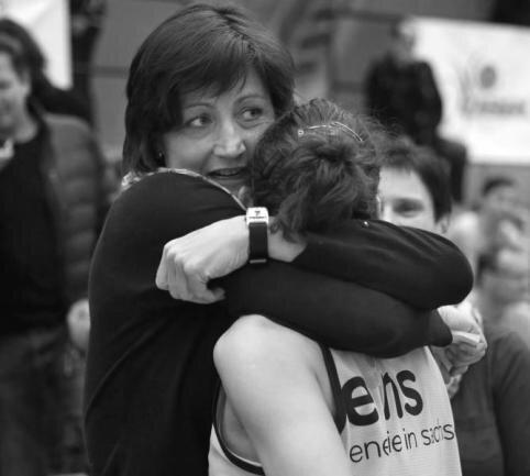<p>Die ehemalige deutsche Basketball-Nationalspielerin Birgit Menz ist tot. Sie erlag sie am 22. November im Alter von 52 Jahren einer schweren Krankheit.</p>
