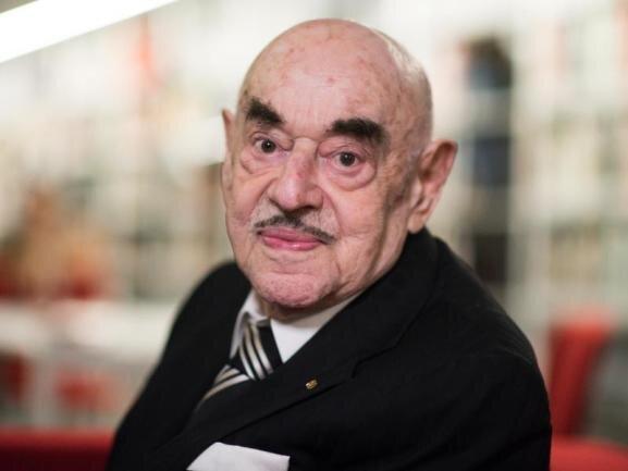 <p>Die große Kino-Unterhaltung war sein Metier. Mit Filmen über den Holocaust kämpfte Artur Brauner sein Leben lang aber auch gegen das Vergessen. Die Berliner Produzenten-Legende ist am 7. Juli gestorben. Viele sind dankbar für sein Schaffen.</p>