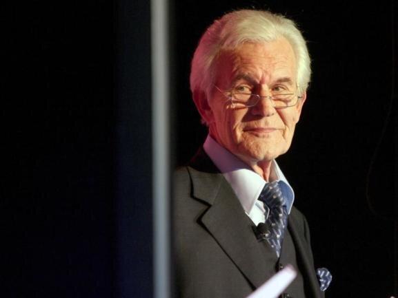 <p>Er gehörte einst zu den bekanntesten TV-Gesichtern Deutschlands: Wilhelm Wieben war mehr als ein Vierteljahrhundert lang Sprecher der «Tagesschau». Im Alter von 84 Jahren ist er am 12. Juni gestorben.</p>