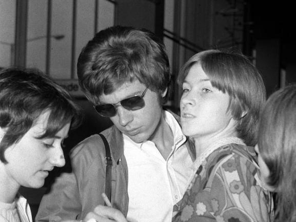 <p>Seine Hits mit den Walker Brothers und die Soloalben der späten 60er Jahre gehören zum Kanon der Popmusik. Doch der Einfluss von Scott Walker reicht weit darüber hinaus - bis in die Gegenwart. Zuletzt war er hoch angesehen als unermüdlicher Rock-Avantgardist. Er starb am 22. März.</p>