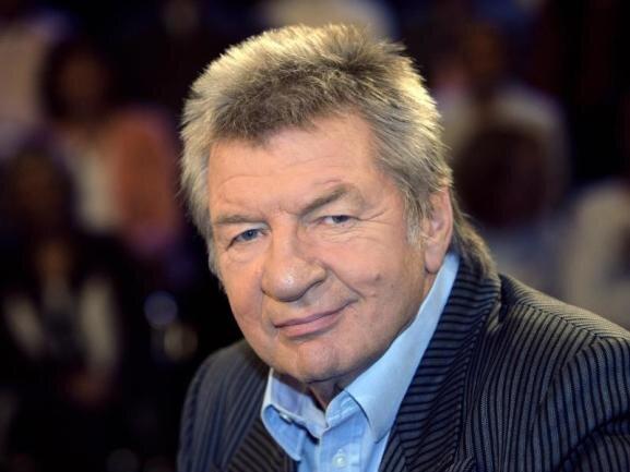 <p>Der österreichische Kabarettist Werner Schneyder starb am 2. März. Das Multitalent war als Autor, Sänger, Sport-Kommentator, Schauspieler und Regisseur bekannt geworden.</p>