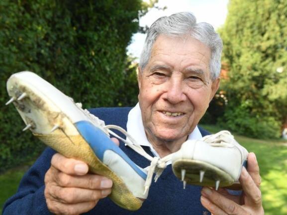 <p>Heinz Fütterer war in den 50er Jahren ein großer deutscher Sportstar und über Jahre hinweg ein Weltklasse-Sprinter. Der Athlet vom Karlsruher SC ist am 10. Februar mit 87 Jahren gestorben.</p>