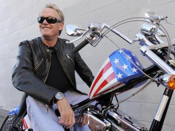 <p>Durch «Easy Rider» wurde er berühmt. Hollywood trauert um den Schauspieler Peter Fonda. Er starb am 16. August mit 79 Jahren an den Folgen von Lungenkrebs. Auch seine ältere Schwester Jane erinnert an den Star.</p>