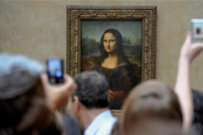 """<p>Die """"Mona Lisa"""" von Leonardo da Vinci wurde 1911 aus dem Louvre gestohlen. Der Dieb hatte sich wie ein Museumsangestellter gekleidet und das Bild unter seinem Kittel versteckt. 1913 wurde das Bild wiedergefunden.</p>"""