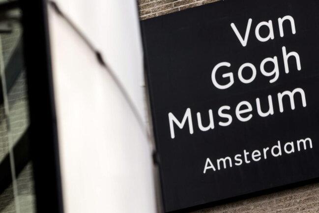 <p>Im Jahr 1991 wurden 20 Gemälde aus dem Van-Gogh-Museum gestohlen. Der Dieb ließ sich in einer Toilette einschließen, ein Mitarbeiter des Museums war sein Komplize.&nbsp;</p>