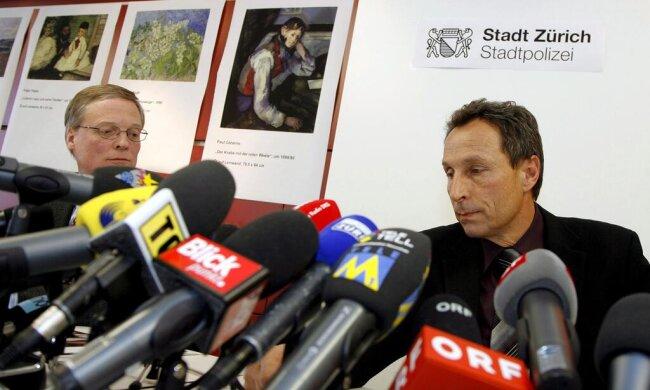 <p>Bewaffnete Männer rauben im&nbsp;Februar 2008 in Zürich vier Ölgemälde im Wert von 180 Millionen Schweizer Franken aus der Sammlung Bührle, darunter Werke von Claude Monet und Vincent van Gogh. Vier Jahr später sind alle Bilder wieder da. Die Täter kommen bis zu sieben Jahre in Haft.</p>