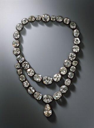 <p>Brillantkollier der Königin Amalie Auguste (in Teilen erhalten) (Diamantschmuck und die Perlen der Königinnen) Ignaz Konrad Plödterl, Dresden 1824,</p>