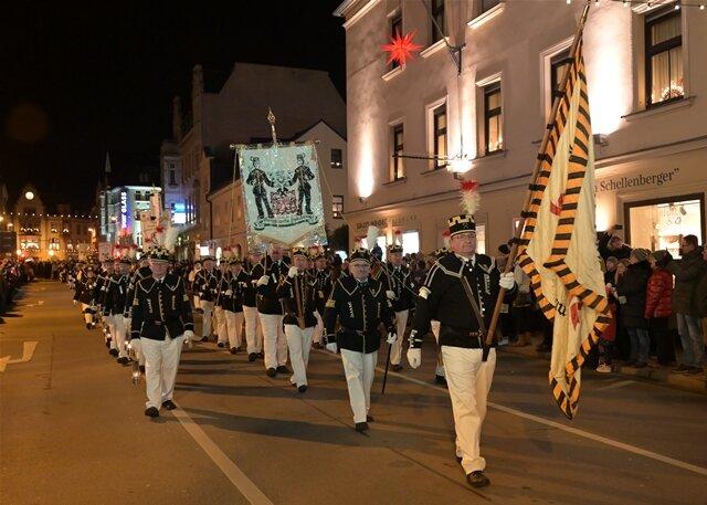 <p>522 Teilnehmer hatte die Parade zu bieten.</p>