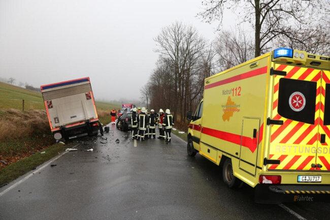 <p><br /> Im Einsatz waren die Feuerwehren aus Zwönitz, Brünlos und Kühnheide sowie Rettungsdienst und Polizei.</p>