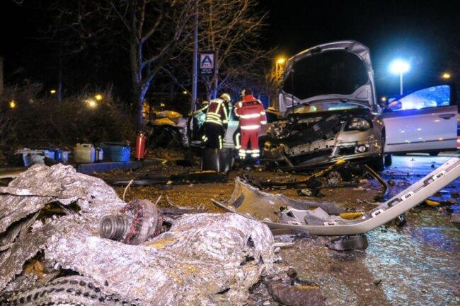 <p>Der Motorblock des unfallauslösenden Autos wurde aus dem Wagen gerissen.</p>