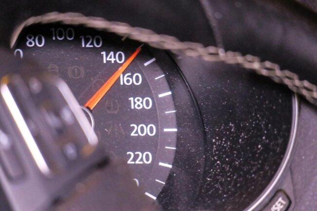 <p>Die Tachonadel blieb bei der 150-km/h-Marke stehen.</p>
