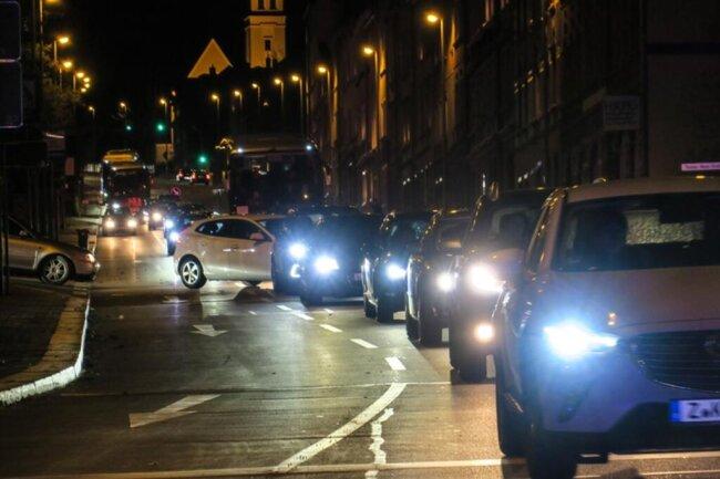 <p>Der Unfall ereignete sich nach dem Ende des Lichtelfestes im benachbarten Schneeberg mitten im Rückreiseverkehr. Entsprechend groß waren die Behinderungen in der Stadt.</p>