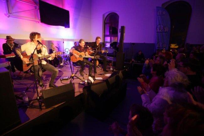 <p>Im Folgenden weitere Bilder des Konzerts.</p>