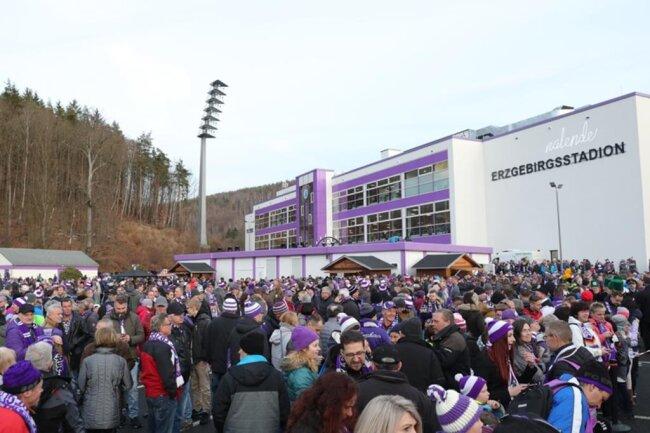 <p>Zahlreiche Fans kamen zur&nbsp;ersten Mettenschicht des FC Erzgebirge Aue.</p>