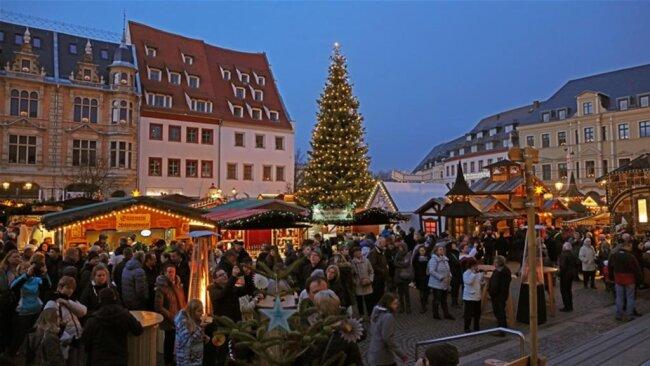 <p>Dabei setzte sich&nbsp;ein Trend der vergangenen Jahre fort: Geschneit hat es auf dem Zwickauer Weihnachtsmarkt zuletzt 2010.</p>