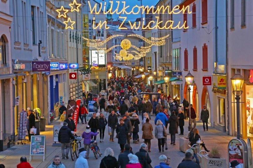 <p>Laut Kultur Z. haben 140 Händler und Gastronomen seit dem 26. November täglich Tausende Besucher in die Zwickauer Innenstadt gelockt.</p>