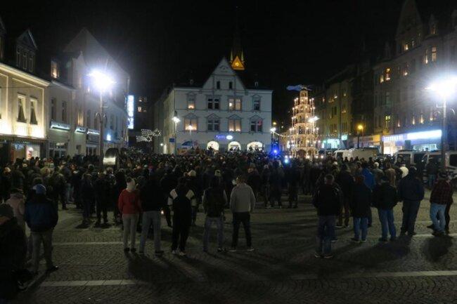 <p>Gegen 19 Uhr löste sich die Veranstaltung auf. Nach Angaben der Polizei verlief die Kundgebung störungsfrei.</p>