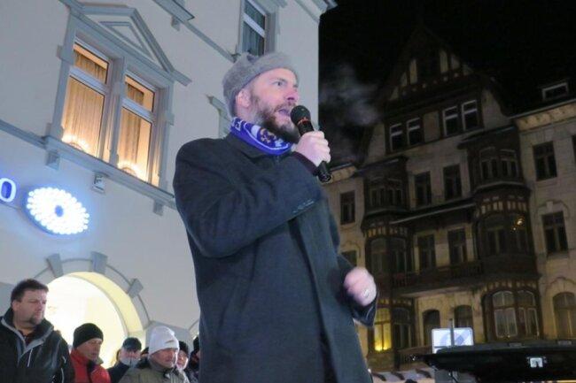 <p>Auch Abordnungen der rechten Vereinigung Pro Chemnitz, darunter deren Chef Martin Kohlmann (im Bild),&nbsp;und der rechtsextremen Kleinstpartei Der Dritte Weg waren nach Aue gekommen.</p>