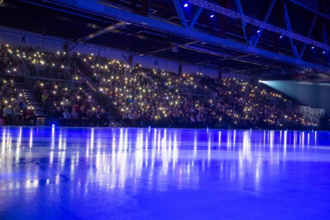 """<p>Passend zum Titel """"Emotions on Ice"""" wurde die Halle in ein Lichtermeer verwandelt.</p>"""