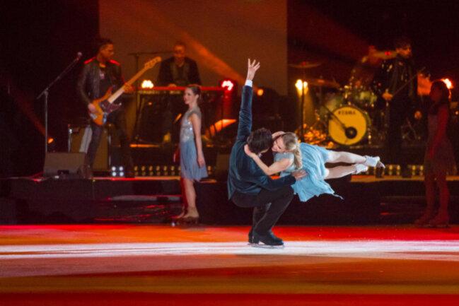 <p>Die Eisgala war der Musik von Queen gewidmet. Markus Engelstaedter und seine Band sorgten für einen besonderen Abend.</p>