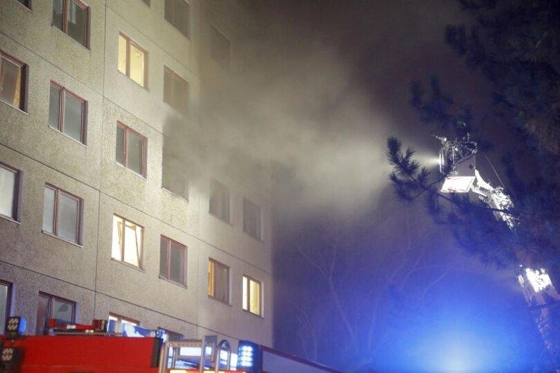 <p>Das Feuer war gegen 18 Uhr im dritten Geschoss ausgebrochen.</p>