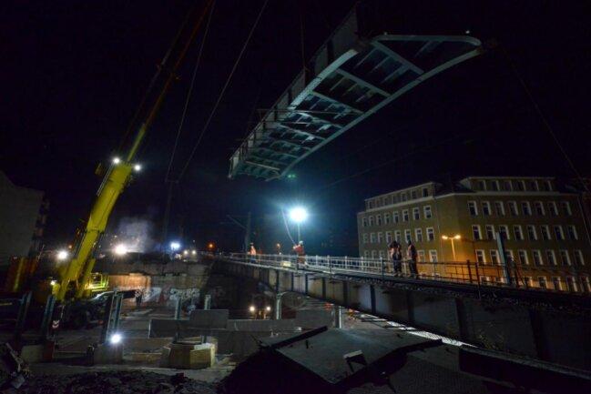 """<p>Die Bauarbeiten an der Brücke sind Teil des Vorhabens """"Chemnitzer Bahnbogen"""".</p>"""