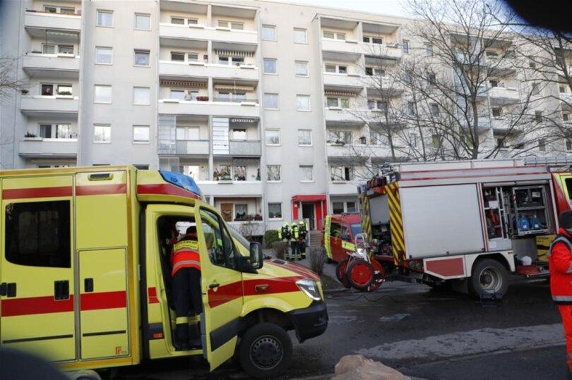 <p>Das Feuer war aus zunächst noch ungeklärter Ursache gegen 14.30 Uhr in einem der Kellerabteile des Plattenbaus an der Straße Usti Nad Labem ausgebrochen.</p>