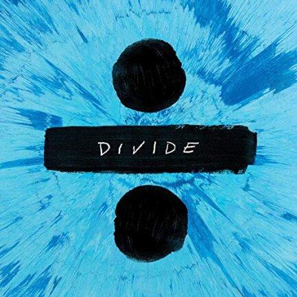 """<p>Ed Sheeran - """"Divide"""" (2017): Das dritte Album des Briten Ed Sheeran, offenbart dessen Songwriter-Qualitäten: Die Titel """"Shape of You"""" und """"Castle on the Hill"""" steigen direkt auf Platz 1 und 2 der Deutschen Single-Charts ein. Das gab's zuvor noch nie. Ed Sheerans Art, seichte Popsongs durch Folkelemente und Sprechgesang aufzuwerten und trotzdem radiotauglich zu lassen, füllt ihm mühelos alle Stadien dieser Welt. (kan)</p>"""