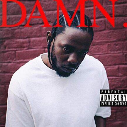 """<p>Kendrick Lamar - """"Damn."""" (2017): Hier könnte jedes Kendrick-Album stehen. Dieses aber erhielt den Pulitzerpreis — den ersten für Populärmusik überhaupt. Eine fette Ansage, wie das Album selbst: Anders als die Vorgänger ist """"Damn."""" ein recht puristisches Rapalbum zwischen hart und mitgefühlig, eine autobiografische Seelenstudie über Zerrissenheit, Herkunft, Religiosität. Die ganz große Literatur eben. (joeis)</p>"""