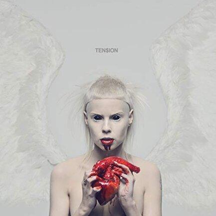 """<p>Die Antwoord - """"Ten$ion"""" (2012): Rave war tot, als er, gemixt mit hartem Rap und einer schrägen Ästhetik irgendwo zwischen Manson, Meese und Deichkind von Yolandi, Ninja und Hi- Tek als """"Zef"""" neu erfunden wurde. Der Afrikaans-Slang steht für eine Philosophie, die das Arme, Hässliche und Freakige feiert. Kein Wunder, dass auf Konzerten der Südafrikaner vom Punk bis zum Neon-Raver alles gemeinsam feiert. (kries)</p>"""