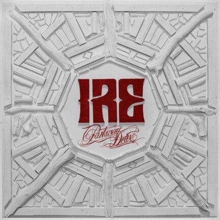 """<p>Parkway Drive - """"Ire"""" (2015): Das Album schlug einen melodiöseren Weg als seine vier Vorgänger ein. Die australischen Metalcore-Lieblinge nutzen damit eine Stärke, die sie zum Headliner vieler Festivals gemacht hatte: Purer Härte gesellten sich sanftere, verspieltere Seiten hinzu. Damit erwies sich die Band als konsequent bei der Suche nach dem eigenen Stil und unterzog damit das Genre einer feinen Frischzellenkur. (prü)</p>"""