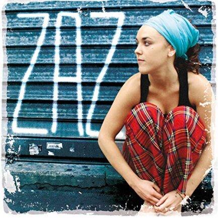 """<p>Zaz - """"ZAZ"""" (2010): Mit ihrem Debütalbum, auf dem ihr Künstlername steht, hat sich die Französin Isabelle Geffroy ins Bewusstsein nicht nur der Europäer katapultiert, denn es erschien in 54 Ländern. Die kleine Frau, die enorm kraftvoll auftritt, singt wie die moderne Version von Edith Piaf und hat dem Chanson neues Leben eingehaucht. Zaz ist kein Glamour-Star, sondern authentisch, frech, intensiv, nahbar. (jpe)</p>"""
