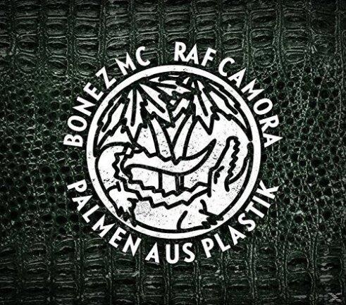 """<p>Raf Camora &amp; Bonez MC - """"Palmen aus Plastik"""" (2016): Diese Platte war ein Gamechanger: Die beiden Rapper Bonez Mc und Raf Camora brachten den französischen Afro-Trap in die hiesigen Charts – innovativ, clubtauglich und inhaltlich durchaus kontrovers. Die zwei Jungs von der Straße füllten aber nicht nur die ganz großen Hallen, sondern ebneten den Weg für einen Hype, von dem tausend Rapper profitierten. (jcl)</p>"""