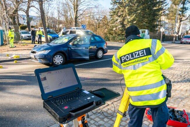 <p>Kurz nach der Einmündung Lindenstraße kam es zum Zusammenstoß mit der Seniorin, die mit einem Rollator die Grünthaler Straße überquerte.</p>