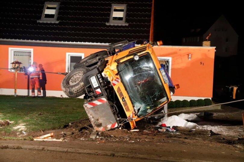 <p>Der Fahrer wurde laut Polizei bei dem Unfall leicht verletzt.</p>