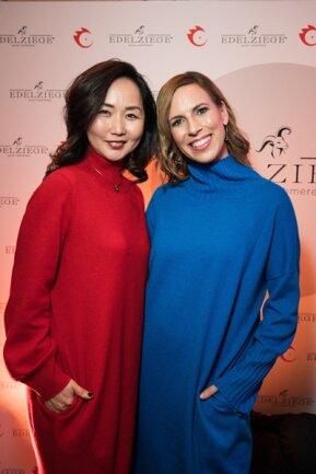 <p>Die Hamburger Modebloggerin Alexandra Siedschlag stieß auf der Suche nach fairer Kaschmir-Mode auf das Label Edelziege. Fischer lässt seit zehn Jahren in einer kleinen Manufaktur in der Mongolei fertigen. Knapp 50 Strickerinnen sind dort beschäftigt.</p>