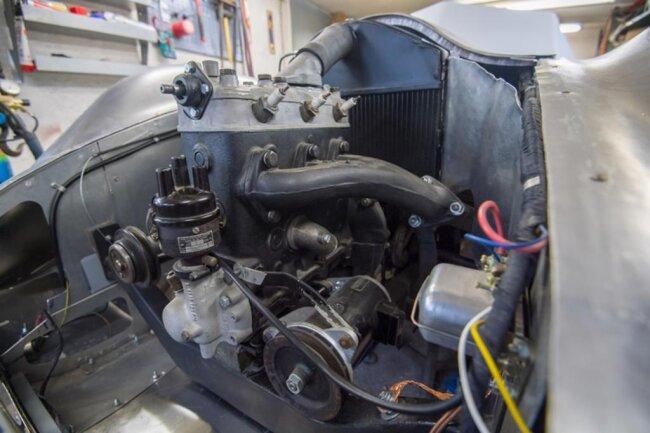 """<p>Wichtig war ihm allerdings, dass die Teile zum Baujahr 1940 passen und nicht von Modellen aus den 1950er-Jahren stammen. """"Die Vorkriegs-Prototypen hatten noch Seilzugbremsen und Hebelstoßdämpfer wie der F8"""", so der Fachmann.</p>"""